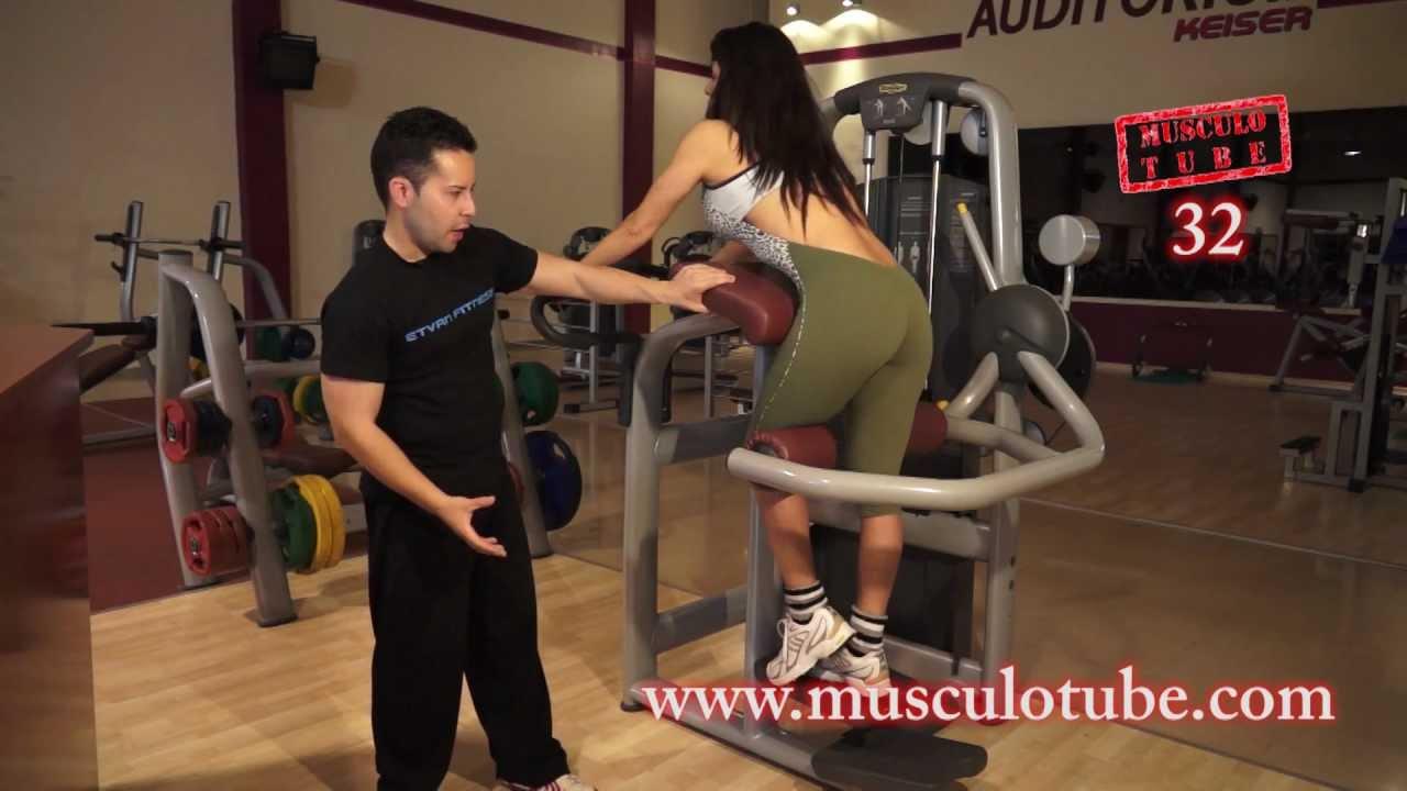 Gl teos en m quina ejercicio 32 musculotube youtube for Maquinas de ejercicios
