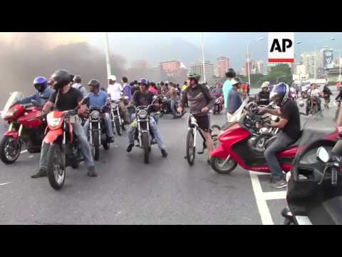 Protesters face off government forces in Caracas