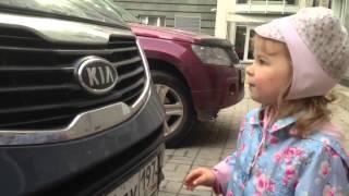 Элли читает номера машин, 2 года 4 мес(, 2013-08-31T06:23:15.000Z)