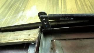 доводчик на двери из газового упора.