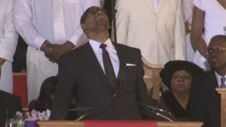 R Kelly breaks down at Whitney Houston's funeral
