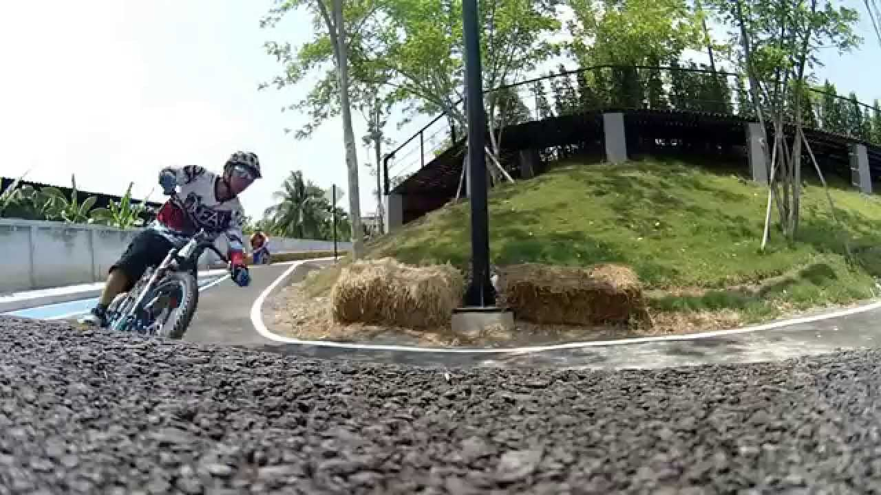 Peppermint Bike Park   Drift HD Ghost Action Camera - YouTube 51fa8be89