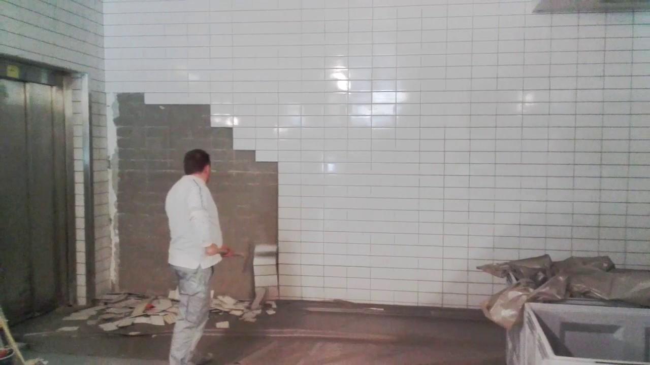 C mo picar un pared de azulejo en dos minutos youtube for Azulejos para paredes comedor