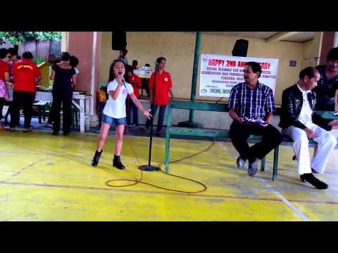 singing listen by xara with vice mayor semundac of muntinlupa