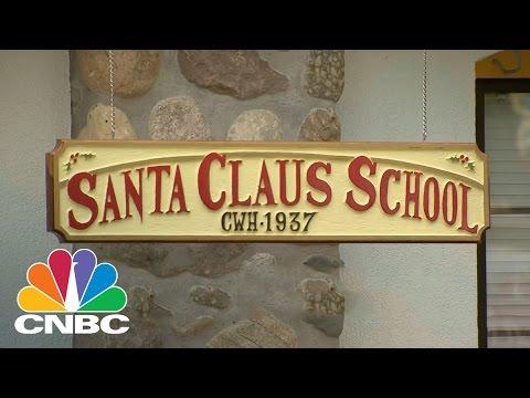 Mall Santas Study Hard At Santa Claus School | CNBC