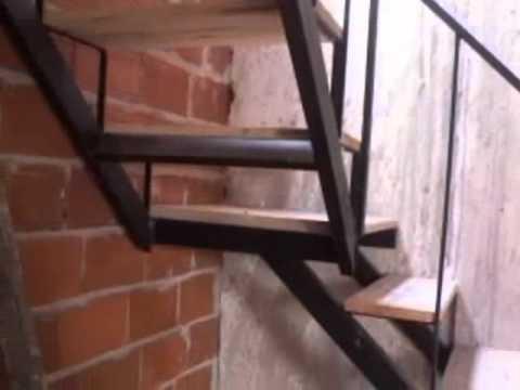 escaleras quebradas con maderas