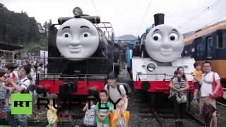 Gambar cover Japan: Train fans build a massive Thomas the Tank Engine