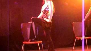 This was based on jazz dance, and a sexy chair dance. これは、ジャズダンスをもとにした、セクシーなチェアダンスです。