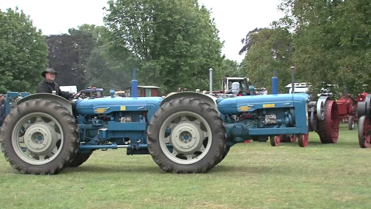 Antique Tractor Shows : Newby hall th annual vintage tractor show doovi