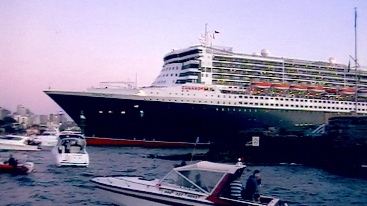 Queen Mary Historic Arrival Into Sydney Harbour February Th - Cruise ship movements sydney harbour