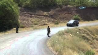 PKK ve TİKKO'lu Teröristlerin Yol Kesme Anı Kamerada