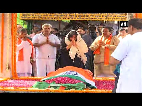 Former foreign minister Sushma Swaraj cremated with full state honours