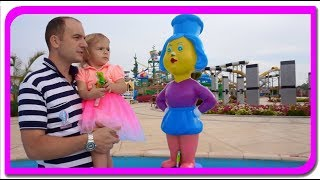 Cautam surprize in piscina  Anabella Show