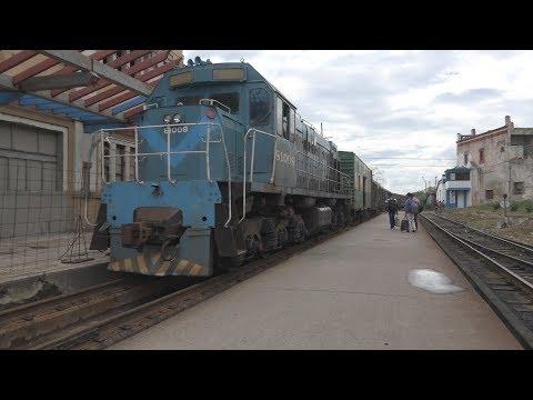 Ferrocarriles de Cuba: Passenger train arriving at Camagüey
