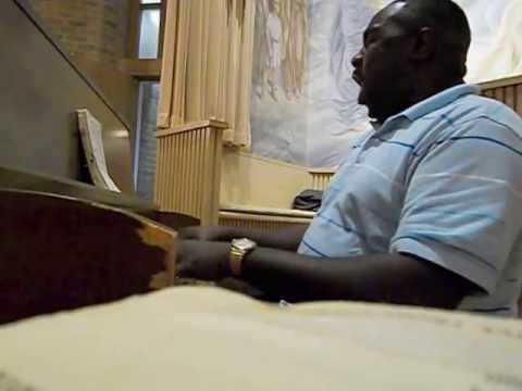 """Marvin Williams sings """"Hold to God's Unchanging Hand"""""""