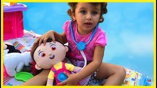 Defne Oyun Arkadaşı Niloya'yı İyileştiriyor | Eğlenceli Çocuk Videosu