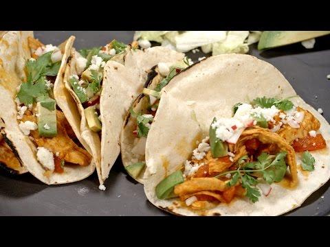How to Make Chicken Tinga (Como Hacer Tinga de Pollo) | Muy Bueno