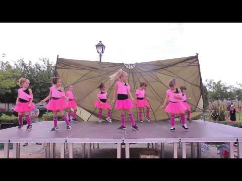 """UIUAA"" Dolls Dancers"