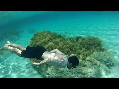 Underwater swim at nice beach