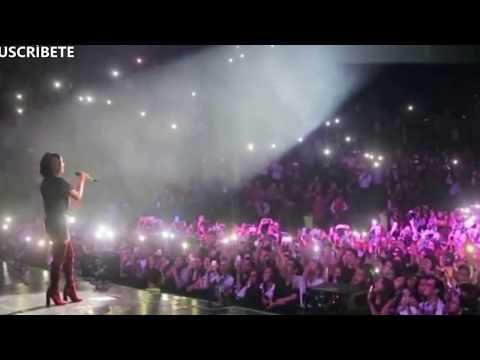 Becky G se descontrola cantando en vivo 'Mayores' ft Bad Bunny