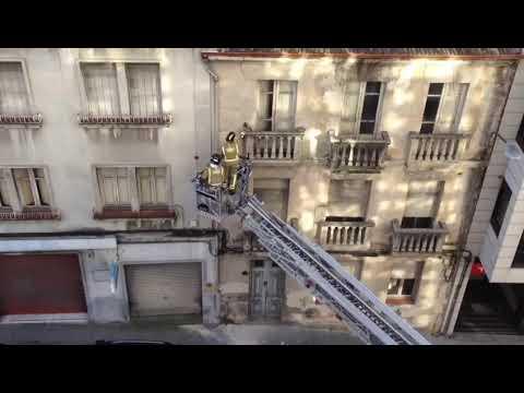 Cortada la calle Ramón Puga por desprendimientos en una fachada
