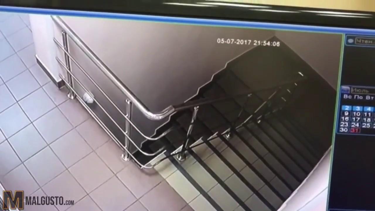 Así intenta escapar un preso escapado por unas escaleras - YouTube