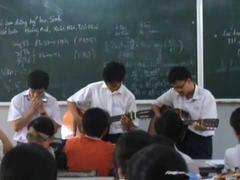 Lop 12a4 Bui Thi Xuan 2009 cuoi nam guitar show
