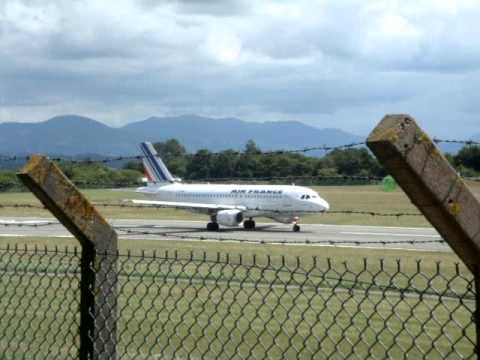 Air France A319 line up and take off RWY 27 at Biarritz (ATC included)