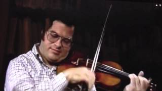 Itzhak Perlman playing violin on 3 strings