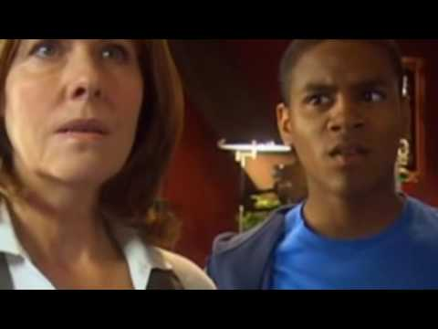 The Sarah Jane Adventures S01E03 Eye of the Gorgon Part 1
