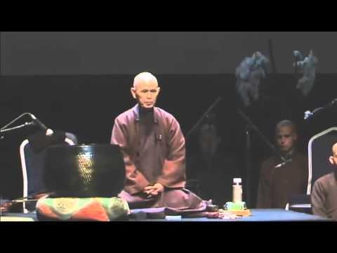 Canto de Avalokiteshvara, Thich Nhat Hanh y la sangha de Plum Village.