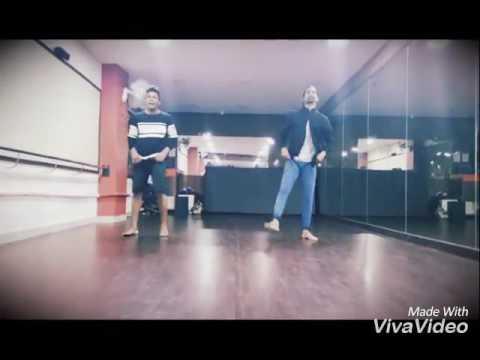 Song lyrics Main Khiladi Tu Anari (Title)
