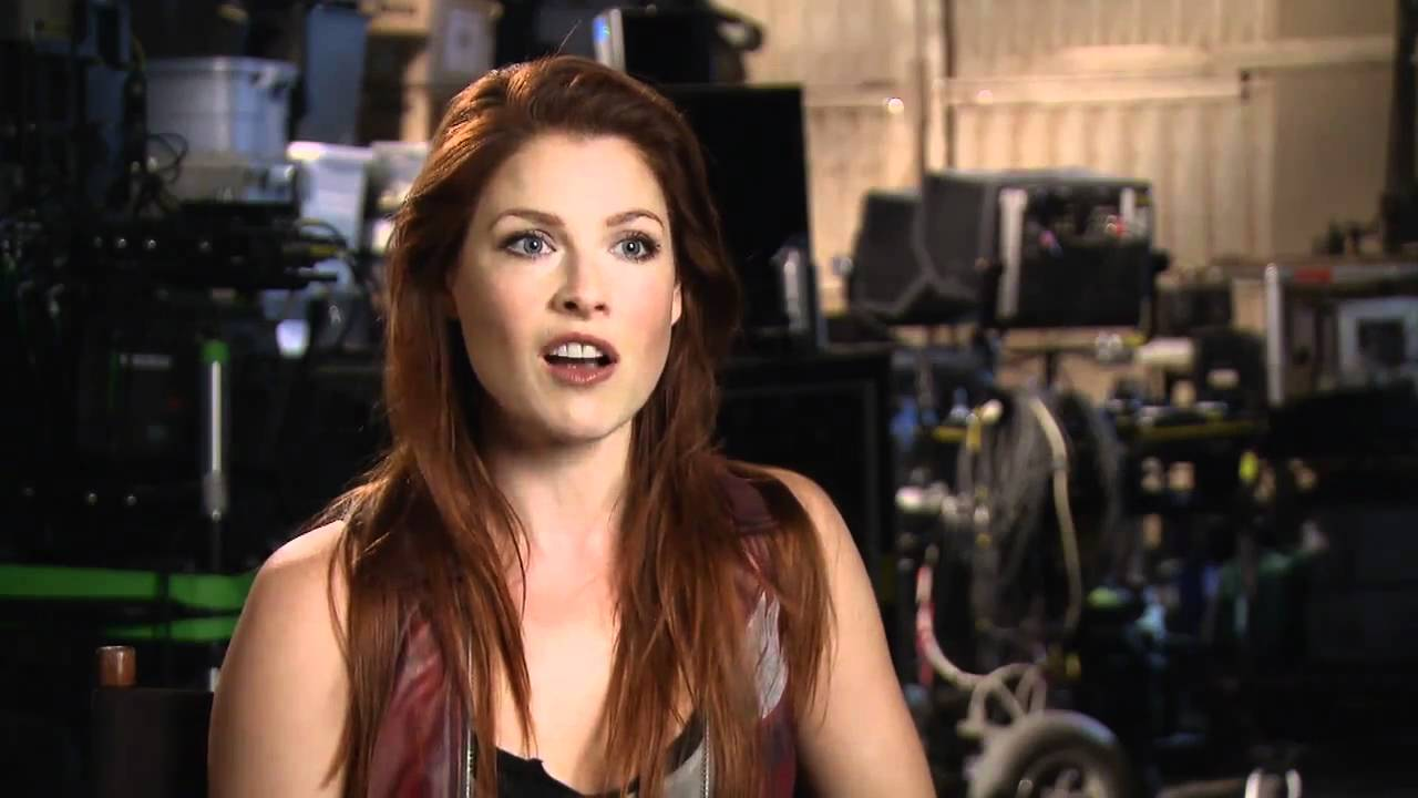 Resident Evil Afterlife 3d Behind The Scenes Featurette Youtube