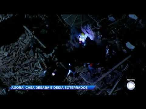Casa desaba em Minas Gerais e deixa soterrados