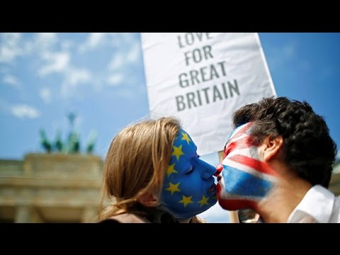 Kissing chain travels across Europe to show support for Britain to remain in the EU