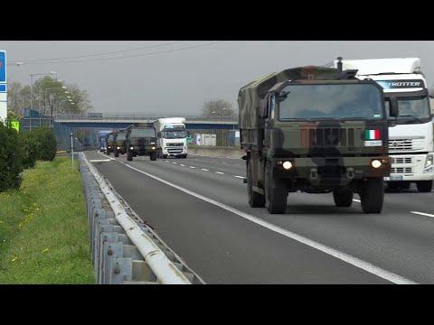 Coronavirus, l'esercito trasferisce salme da Seriate a Ferrara