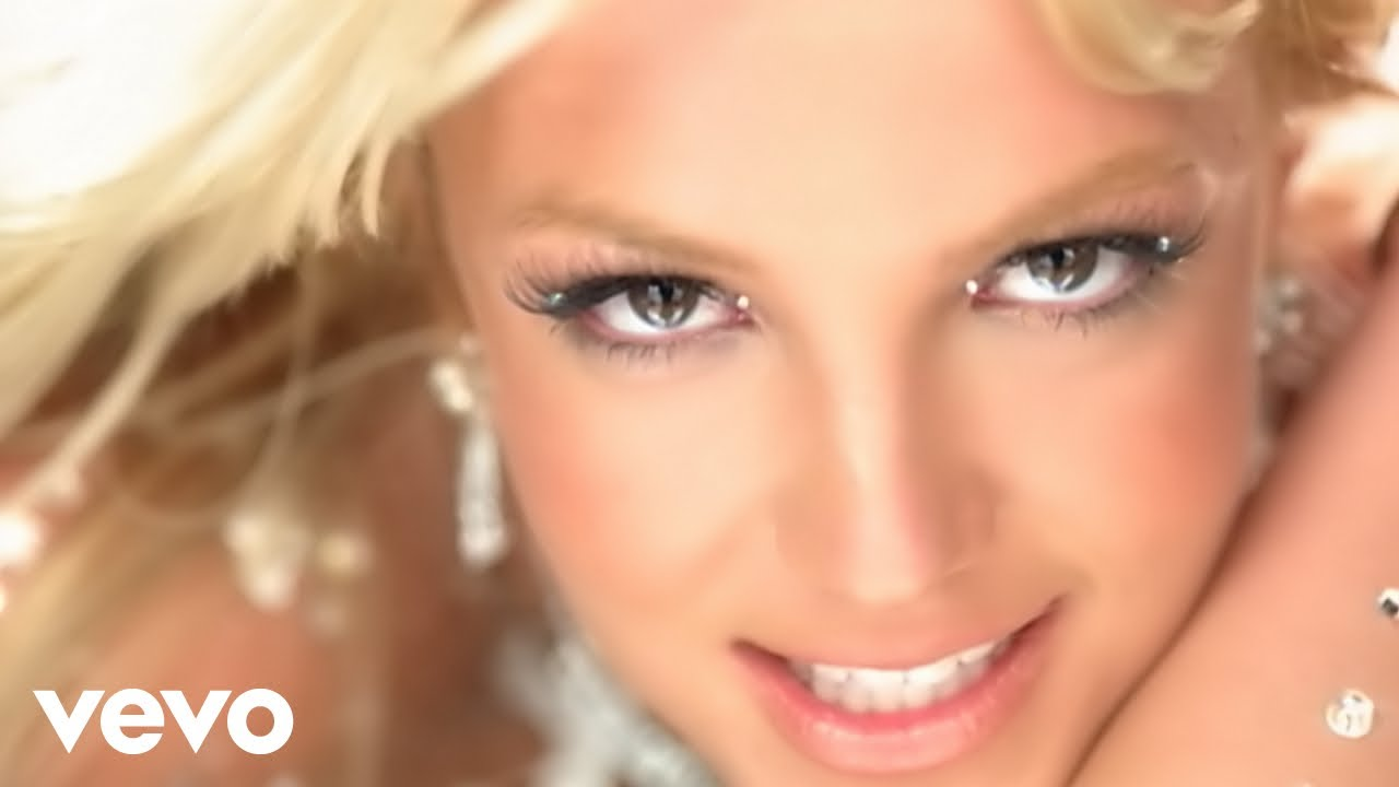A flight attendant just nailed this Britney Spears cover ...