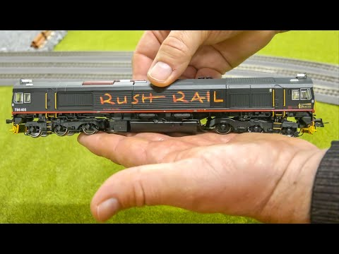 STUNNING Class 66 Model Train with smoke gets unboxed and tested!