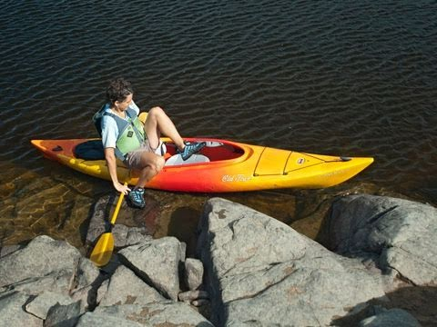 How to Get Into and Out Of a Kayak Smoothly