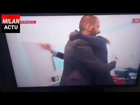 LONG HUG BETWEEN LEONARDO BONUCCI AND MARCO FASSONE - Casa Milan - Milan Actu HD