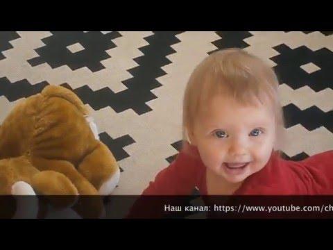 Как помочь ребенку научиться ползать видео