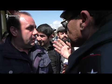 Վանաձորում ցուցարարները փողոցներ են փակել. ոստիկանները ուժ են կիրառել մասնակիցների նկատմամբ
