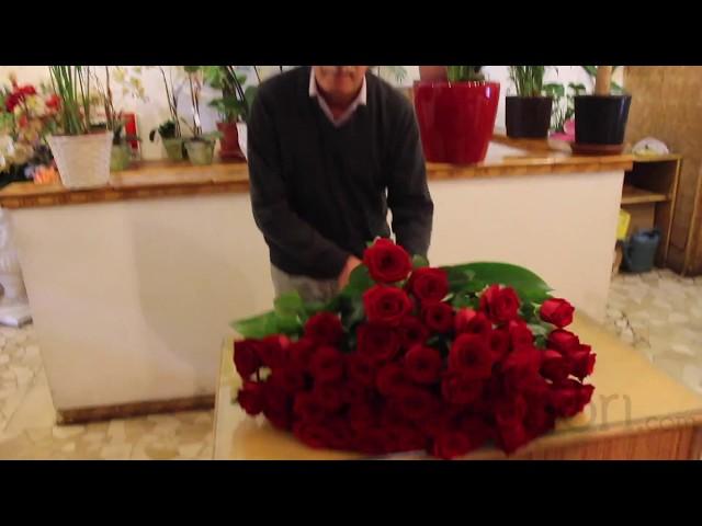 Come realizzare un mazzo di rose rosse a spirale