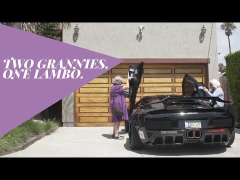 Zwei Omas fahren Lamborghini