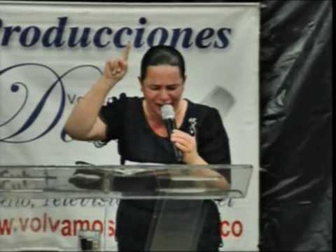 La mujer que visualizó a Dios en medio de la Batalla (Hna. Carmén de Martínez)