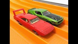 RACE: Dodge Daytona 500 vs Mustang Mach 1 - Hot Wheels