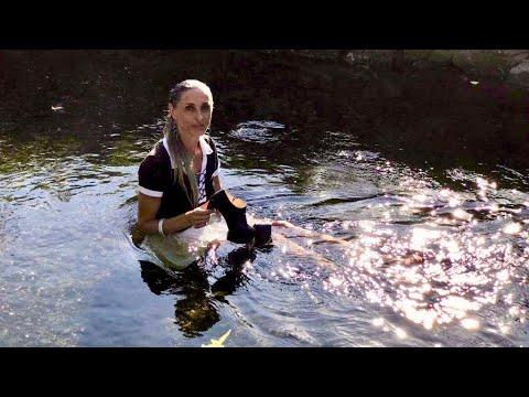 Lara von Orten Schuhtest Liquid Walking Part II Mit High Heels spazieren im Wasser Walking in River