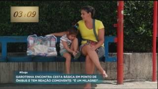 """Garotinha comemora ao encontrar cesta básica na rua: """"É um milagre"""""""