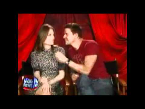 david boreanaz and emily deschanel  they kiss!