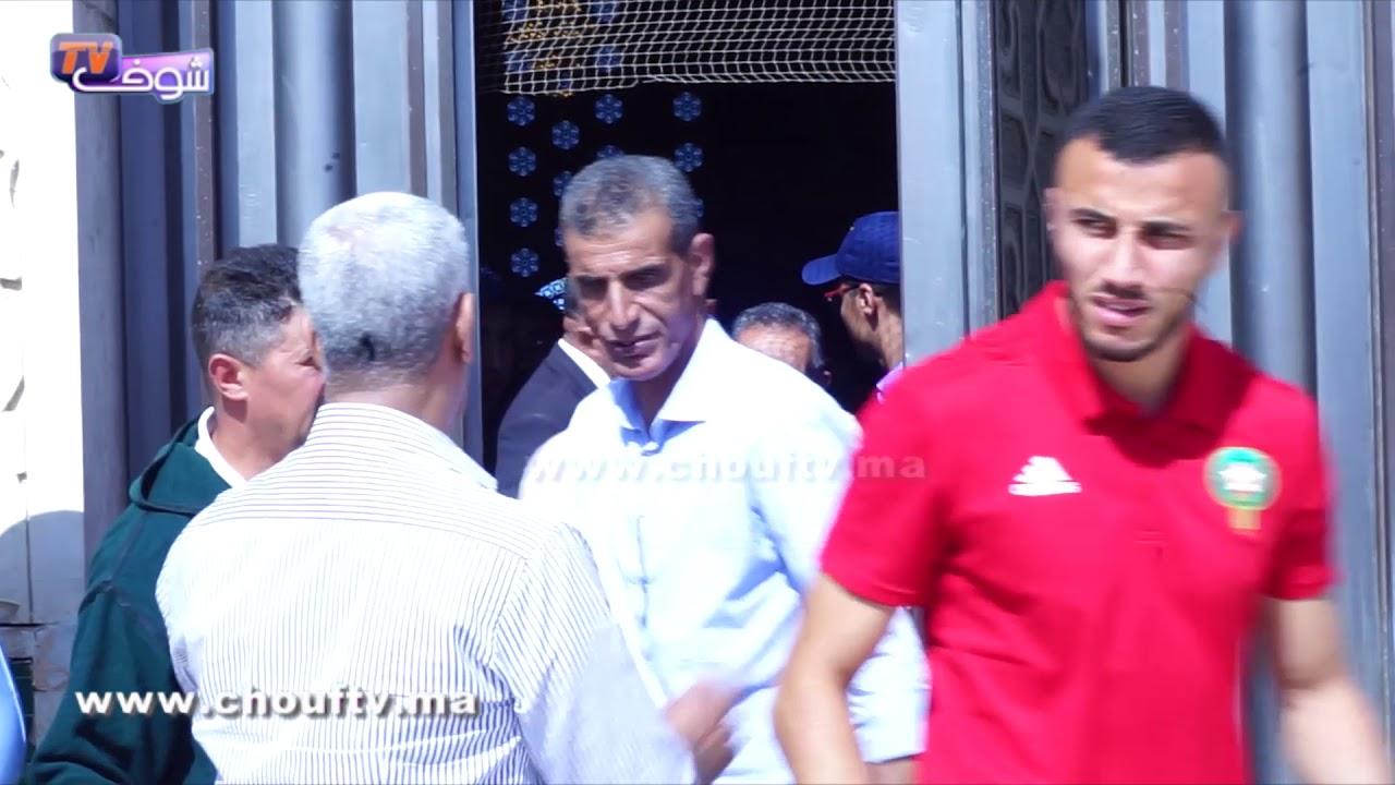 لاعبو المنتخب الوطني لكرة القدم يؤدون صلاة الجمعة بمسجد الحسن الثاني بالبيضاء